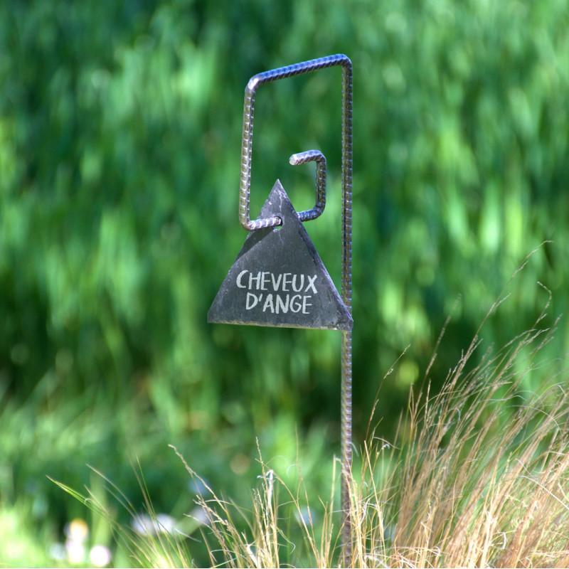 Tuteur métallique de jardin PIET fer cannelé avec étiquette ardoise triangle sur cheveux d'ange